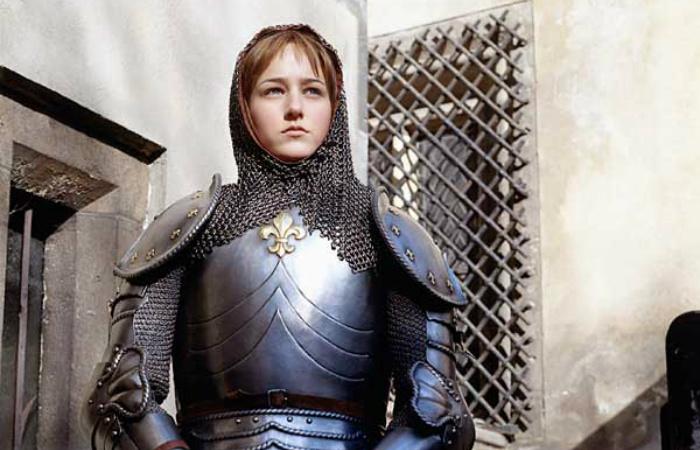 Наркоманка, гипнотизёрка, королевская дочь: Криптотеории вокруг Жанны д'Арк. Лили Собески в роли Орлеанской девы.